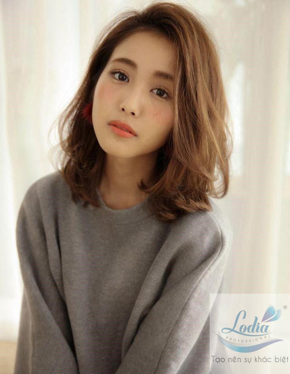 Kiểu tóc uốn xoăn nhẹ cho tóc ngắn 4
